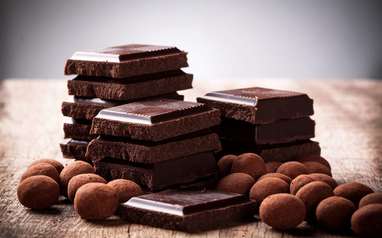 С  шоколадом пирог получится еще вкуснее