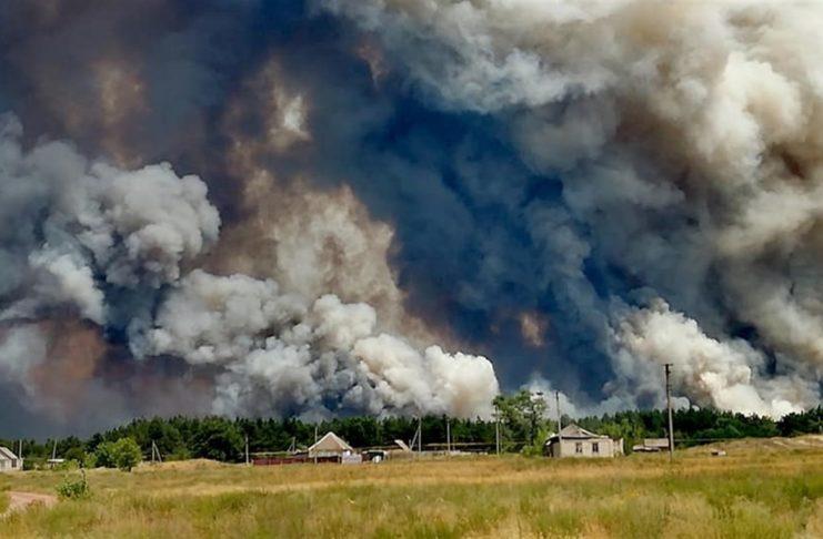 Пожар на Луганщине охватил уже несколько районов