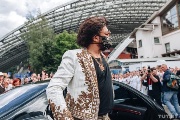 Кіркоров прибув на фестиваль в стильній масці
