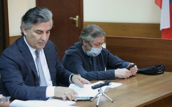 Эльман Пашаев и Михаил Ефремов в суде
