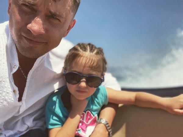 Павел Прилучный с дочкой Мией