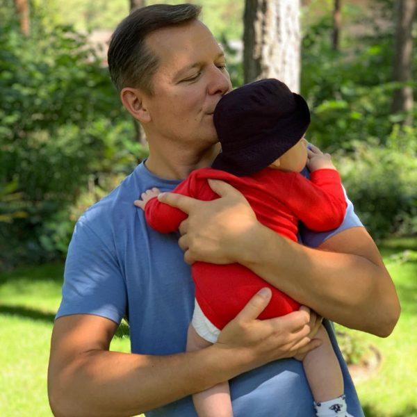 Олег Ляшко с новорожденным сыном
