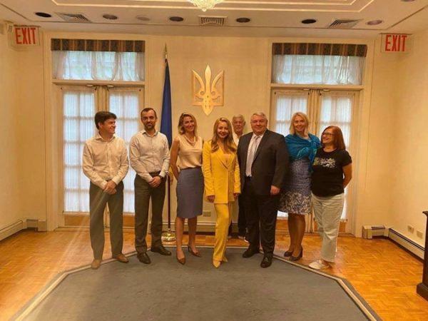 Встреча Тины Кароль с коллективом генерального консульства