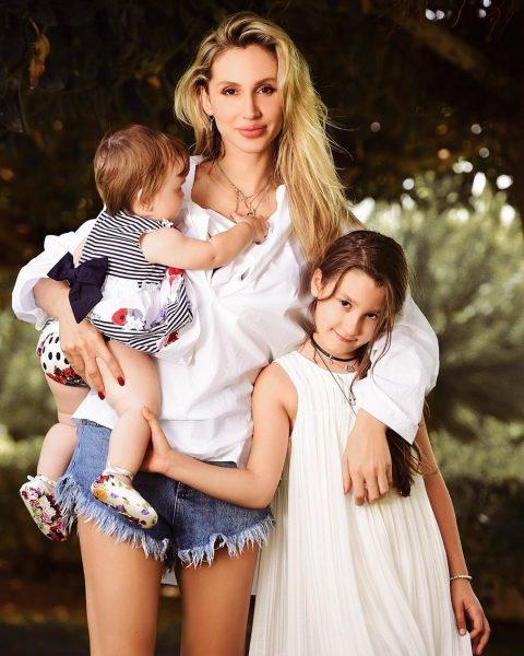 Светлана Лобода со своими дочками