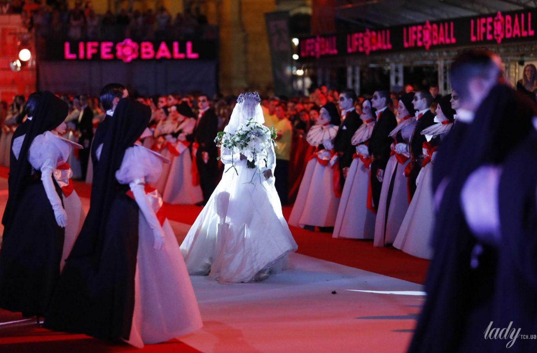 Кончіта Вурст в образі нареченої