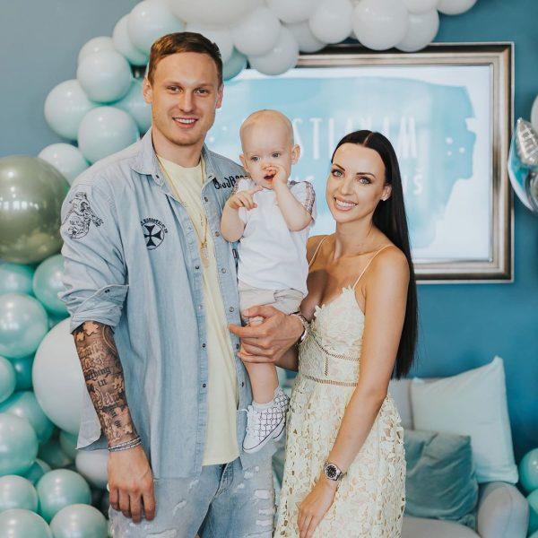 Янис Тимма с бывшей женой и сыном