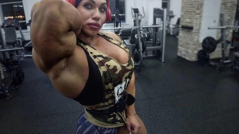 Наталія Кузнєцова в спортзалі
