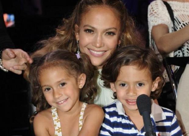 Дженифер Лопес с двойняшками Эммой и Маком