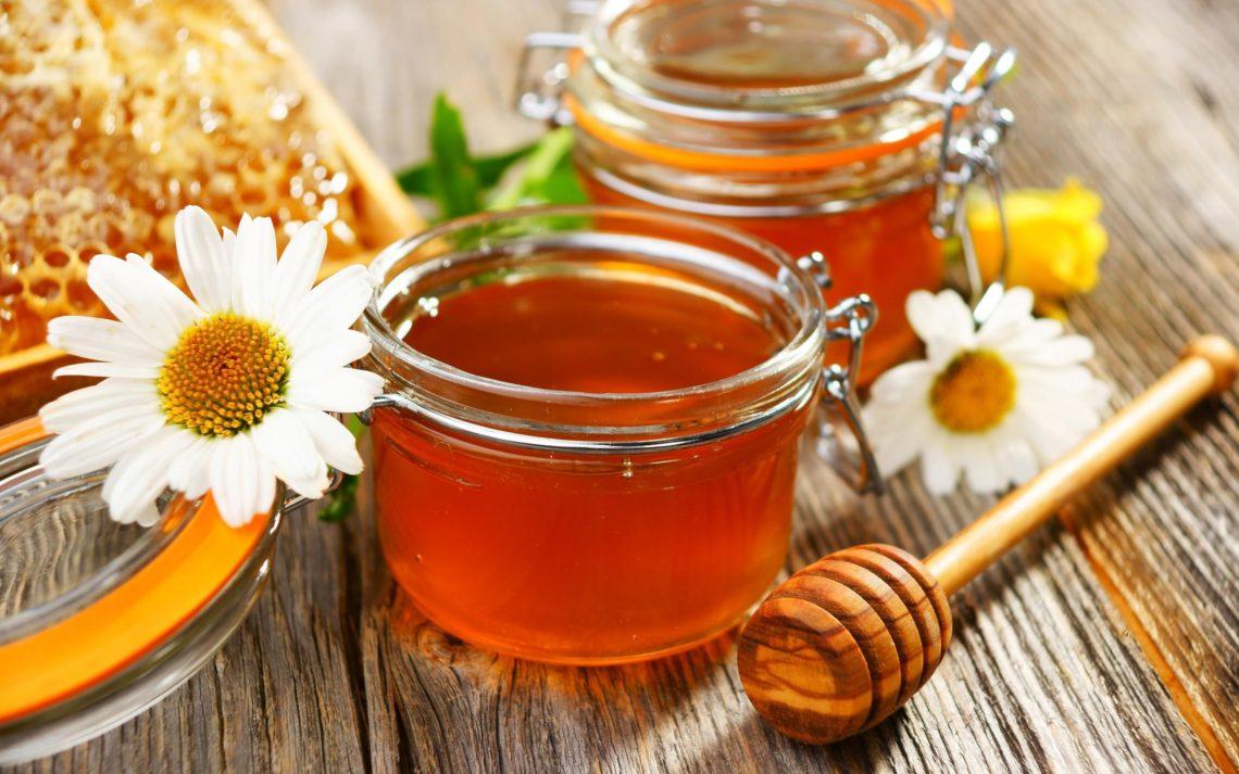 С медом печенье получится ароматным и еще вкуснее