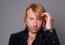 Олег Винник відточує свою танцювальну майстерність і не соромиться обійматися з Шоптенко