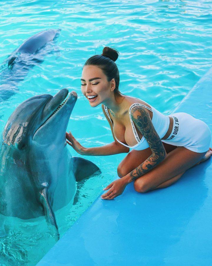 Дельфину нравится
