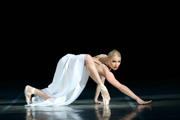 Балерина Волочкова на сцені