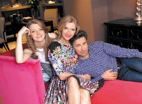Валерий Сюткин с женой Виолой и их дочерью