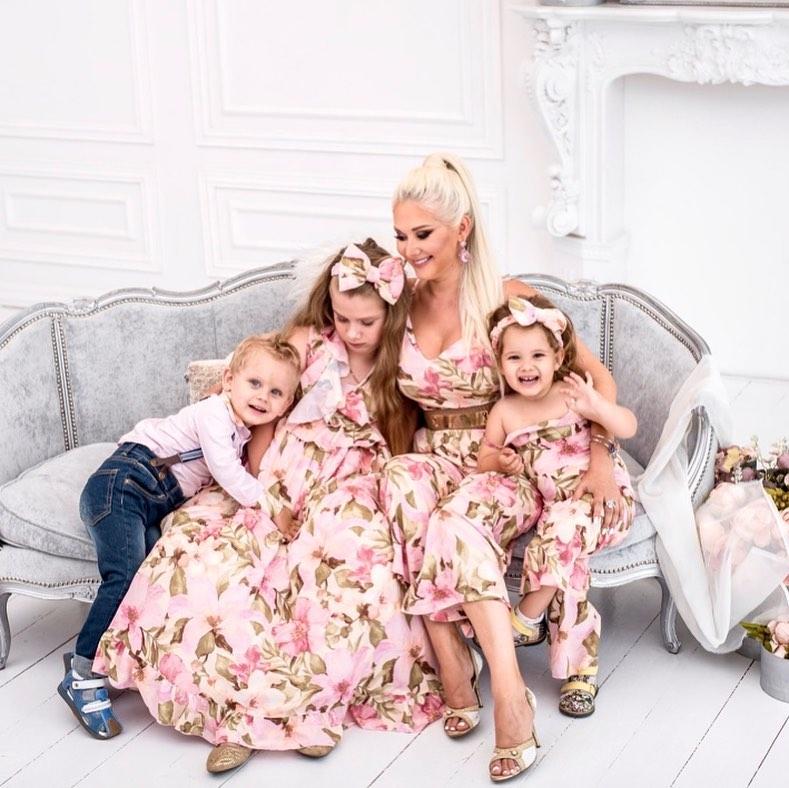Катя Бужинська з дітьми