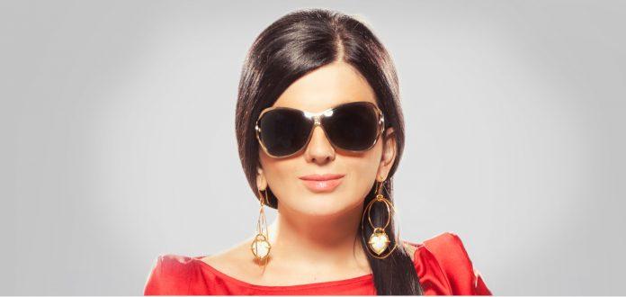 Вроджена сліпота не завадила дівчині стати популярною співачкою