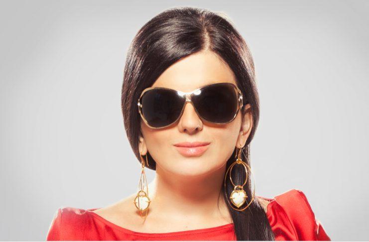 Врожденная слепота не помешала девушке стать популярной певицей