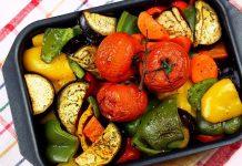 Запечені пікантні овочі в духовці