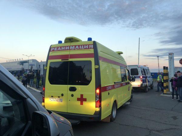 Реанимобиль с Алексеем Навальным едет в аэропорт
