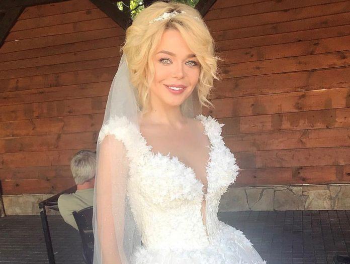 Аліна Гросу в білій сукні захопила красою