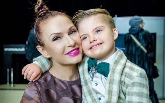 Евеліна Бледанс з сонячним сином Сьомою