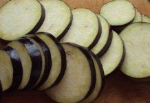 Страва з баклажанів, картоплі та кабачків