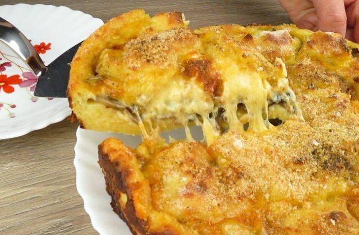 Аппетитный картофельный пирог с грибами и сыром