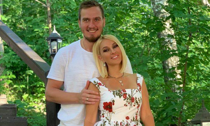 Лєра Кудрявцева з молодим чоловіком Ігорем Макаровим