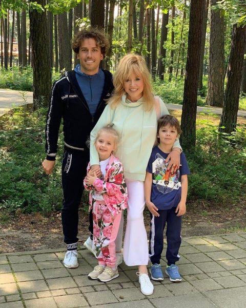 Семейное фото Галкина и Пугачевой с детьми