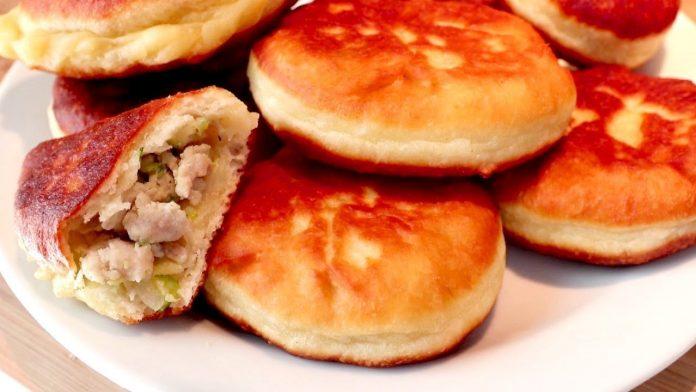 Смажені пиріжки з фаршем і кабачками