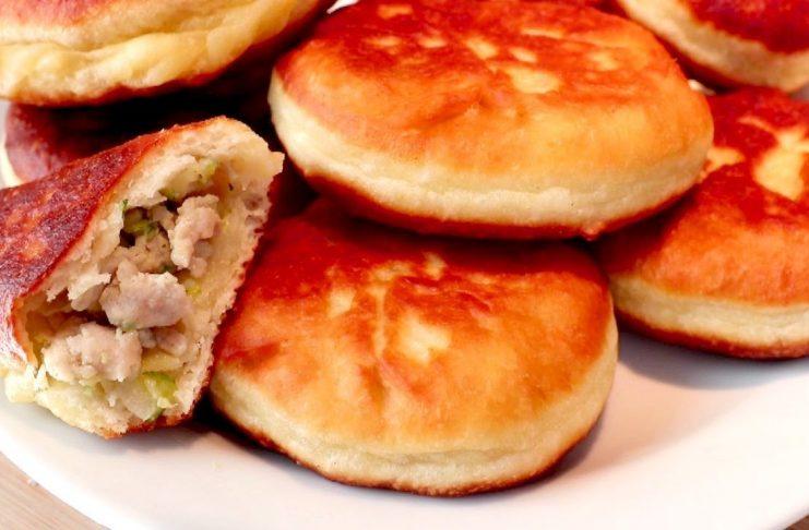 Жареные пирожки с фаршем и кабачками