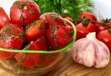 Закуска з помідорів з часником і зеленню