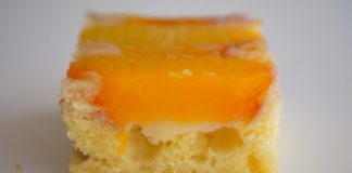 Перевернутый пирог с персиками