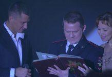 Олександр Обласов в серіалі Мажор (зліва - Павло Прилучний)