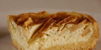 Бесподобный песочный пирог з яблоками и нежной творожной начинкой