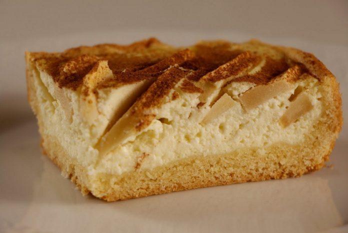 Незрівнянний пісочний пиріг з яблуками і ніжною сирною начинкою