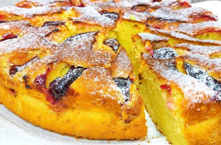 Пирог с творогом и сливами