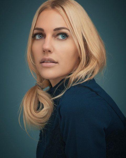 Мерьем Узерли теперь блондинка