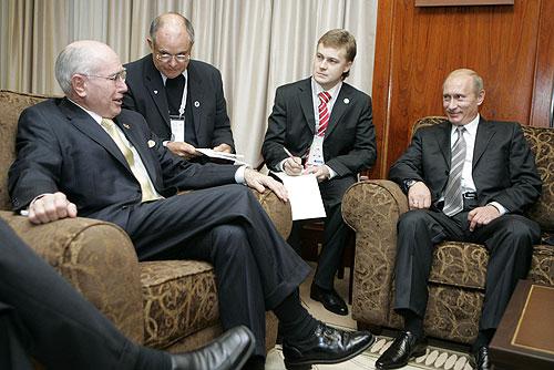Патрушев на Премьер-Министра Австралии Говарда с Владимиром Путиным в 2007 году.