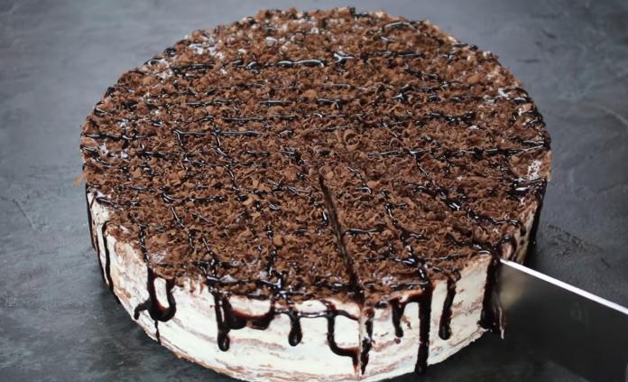 Шоколадний торт із млинців з простим сирним кремом