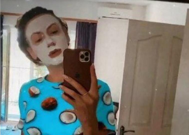Леся Никитюк в масці