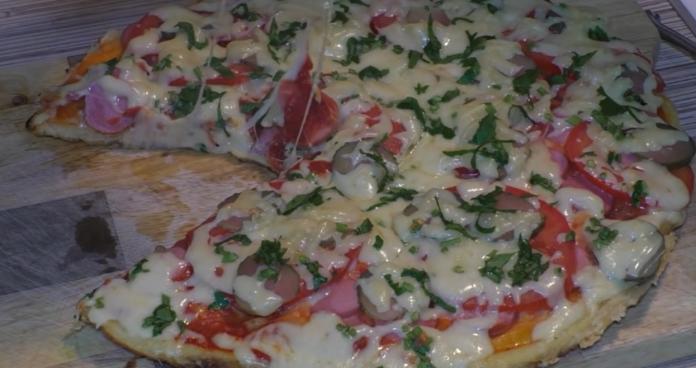 Лінива піца на сковороді