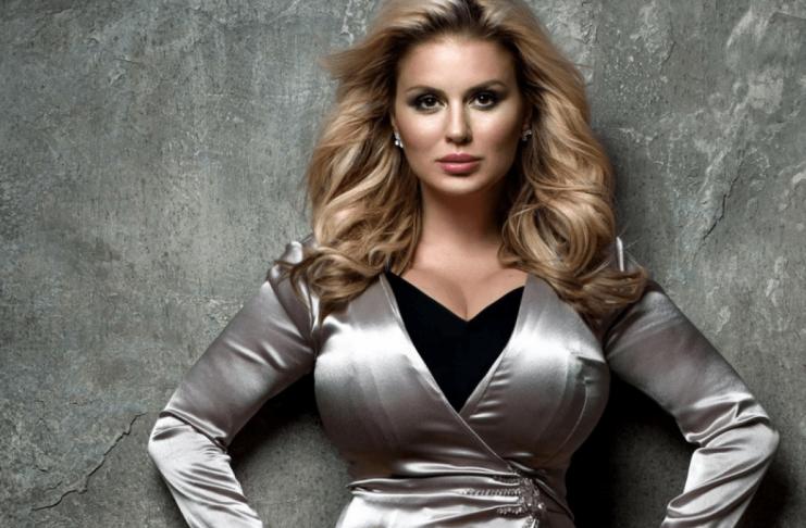 Пышногрудая Анна Семенович похудела: грудь на месте
