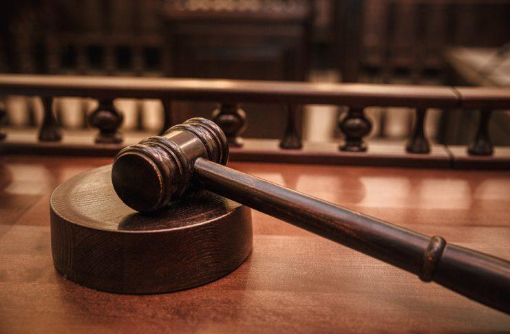 Кто из знаменитостей предстал перед судом?