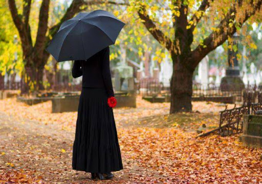Вдова на кладовищі