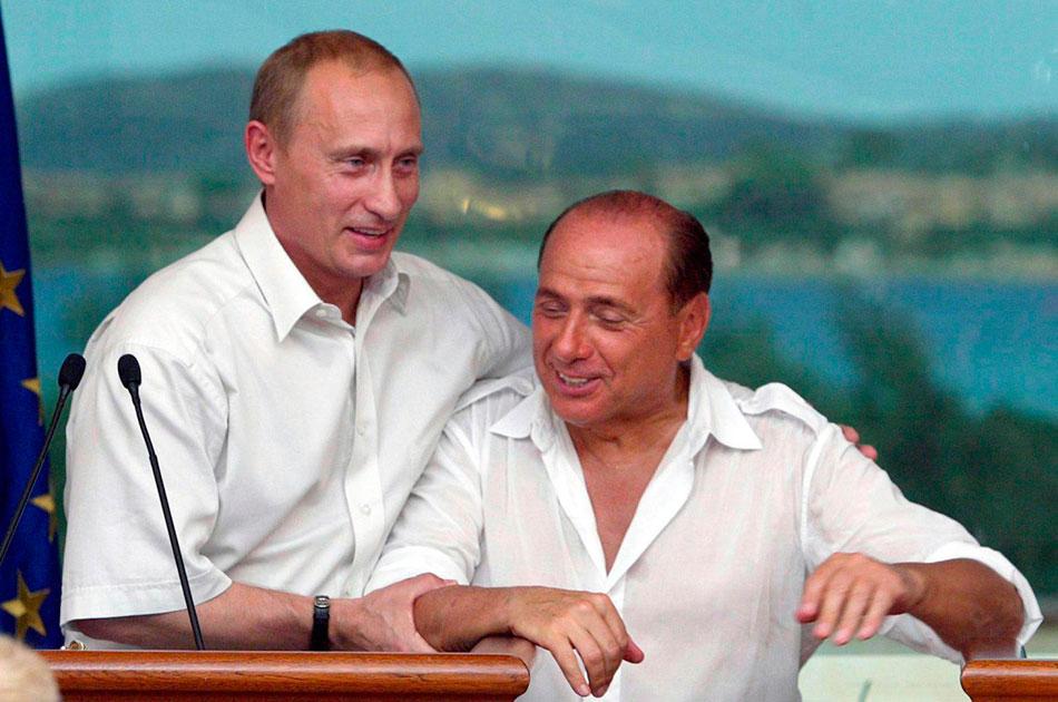Путін і Берлусконі - друзі і куми, правда не зрозуміло, хто кого кому хрестив