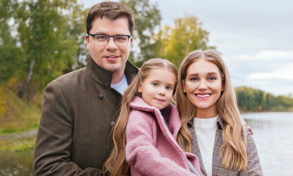 Гарик Харламов и Кристина Асмус с дочкой Настей