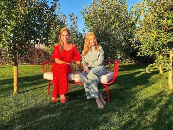 Тина Кароль в «Светской жизни» с Катей Осадчей