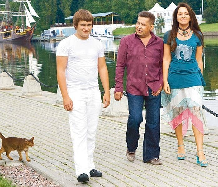 Микола Расторгуєв з дружиною і сином