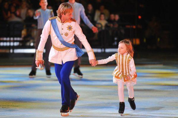 Плющенко старший и младший на льду