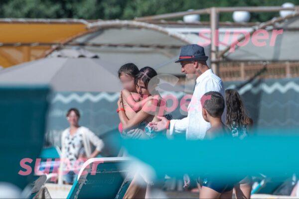 Павел Прилучный на отдыхе со своими детьми и с Мирославой Карпович
